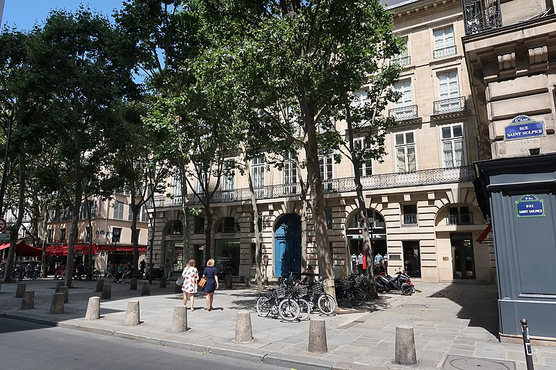 Fichier: Place Saint-Sulpice Paris 2.jpg
