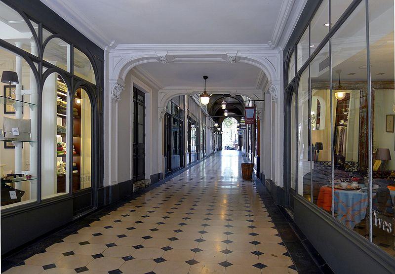 Fichier: P1040320 Paris VIII galerie de la Madeleine rwk.JPG