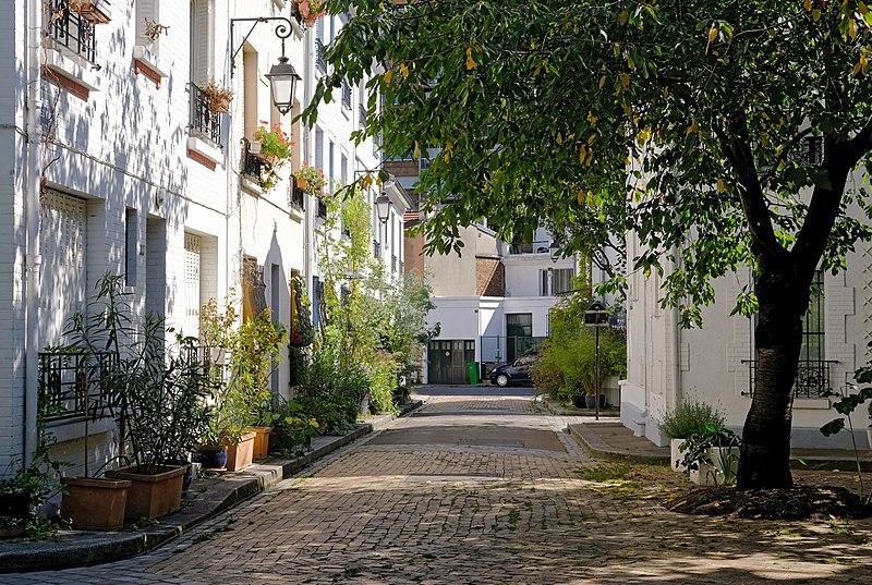 Fichier: F1796 Paris XIII cité florale rue des iris rwk.jpg