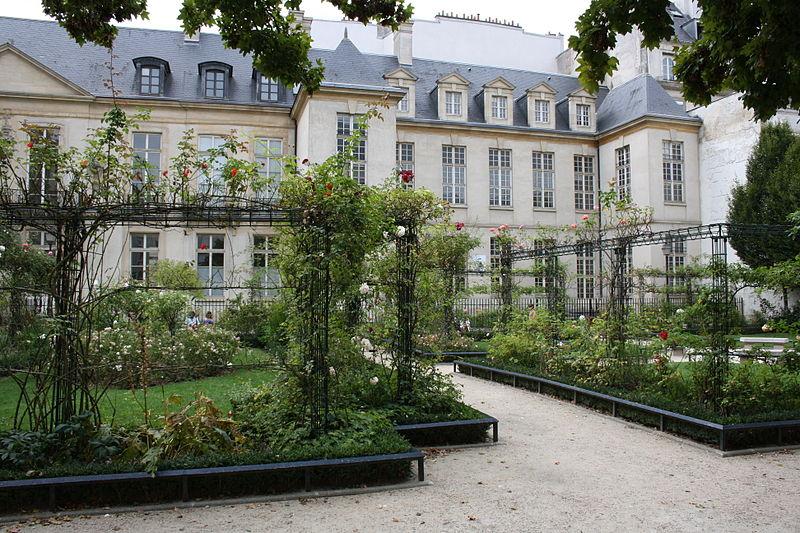 Fichier: Square Saint-Gilles Grand Veneur-Pauline Roland 2011 4.jpg
