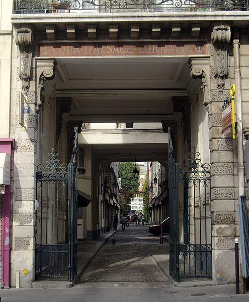 Fichier: Cour d'Alsace-Lorraine, Paris 12.jpg